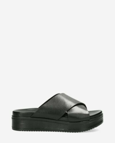 Black slipper with leather sole