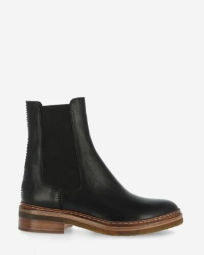 Chelsea boot vegetable tanned leather black