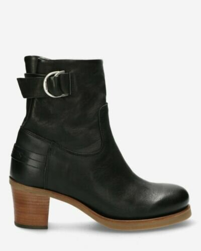 Heeled ankle boot smooth leather black